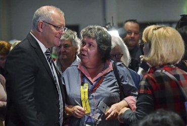 Австралийският премиер бе замерен с яйце в разгара на предизборната кампания