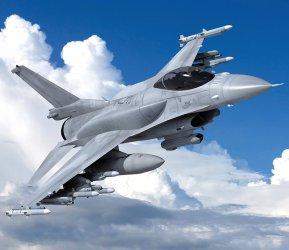 Може ли F-16 да навлезе в облаци над България?