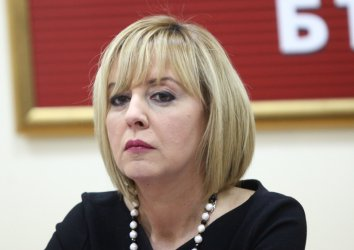 Манолова атакува пред Конституционния съд текстове от Изборния кодекс
