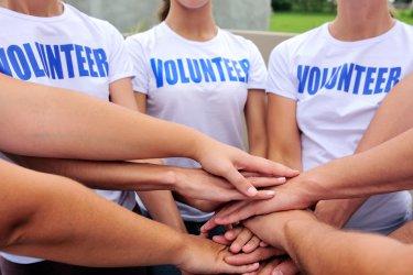 Младите в България са по-ангажирани с благотворителност от възрастното поколение