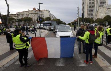 "Десетки арестувани в Страсбург при протест на ""жълтите жилетки"""