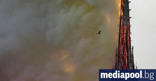 Снимка: Пожарът в Нотр Дам беше  предупреждение. Ще се  вслуша ли обаче Европа?
