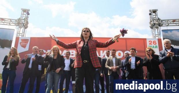 Снимка: Корнелия Нинова към Борисов: Предупреждението за пълзящата диктатура е безсмислица