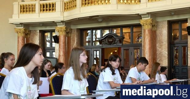Снимка: 4500 ученици участваха в състезанието за правопис Пазим езика си