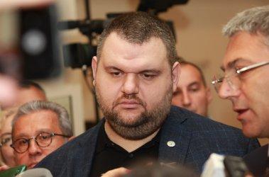 """Пеевски пак се отказа от Европарламента, защото е """"нужен на България"""" (Видео)"""