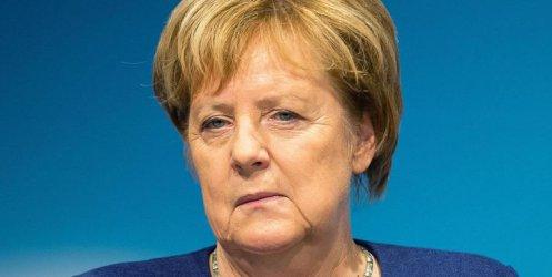 Почитателка на Меркел без да иска повреди самолета й на летището в Дортмунд