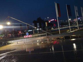 Новият булевард във Варна се превърна във водопад (ВИДЕО)