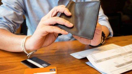 Жените по-редовно плащат дълговете си от мъжете