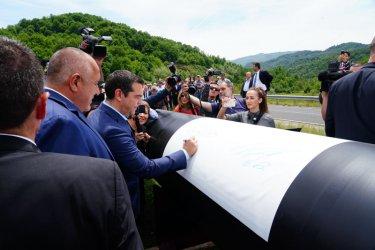 След 10 години чакане: Първа копка на газовата връзка с Гърция