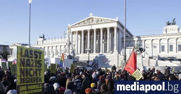 Австрийският премиер Себастиан Курц свика предсрочни избори след краха на