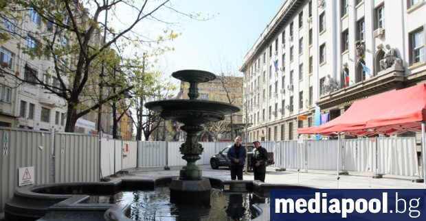 Строителните огради на столичния площад