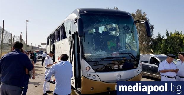 Седемнайсет души - 10 граждани на Египет и седем туристи