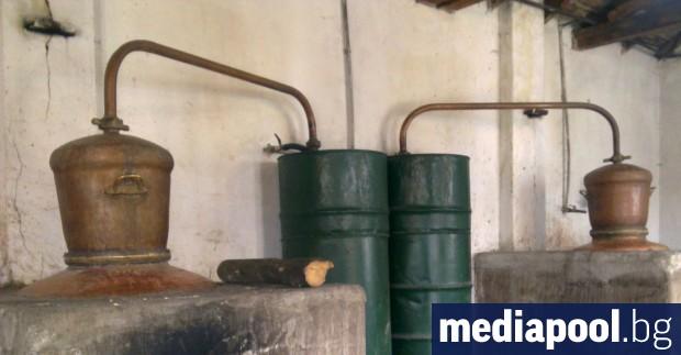 България е против отпадането на акциза върху домашната ракия, става
