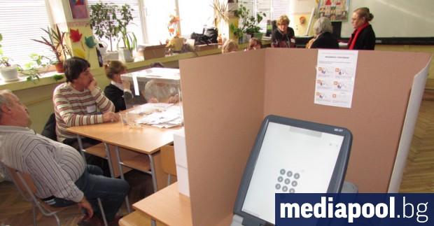 Изборният ден в България започна нормално. Той ще продължи от