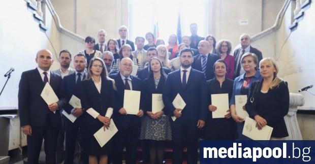 Централната избирателна комисия (ЦИК) официално обяви имената на 17-те български