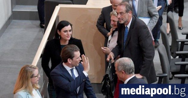 Австрийските депутати отстраниха от власт правителството на консервативния канцлер Себастиан