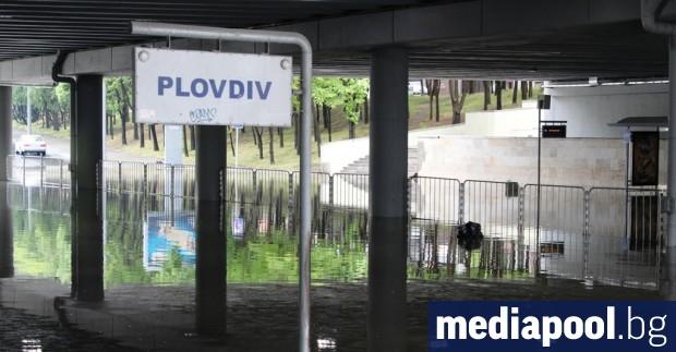 Силна буря с проливен дъжд и градушка удари Пловдив в