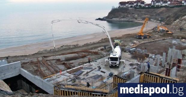 Морските плажове са изцяло държавна собственост, а строителството върху тях