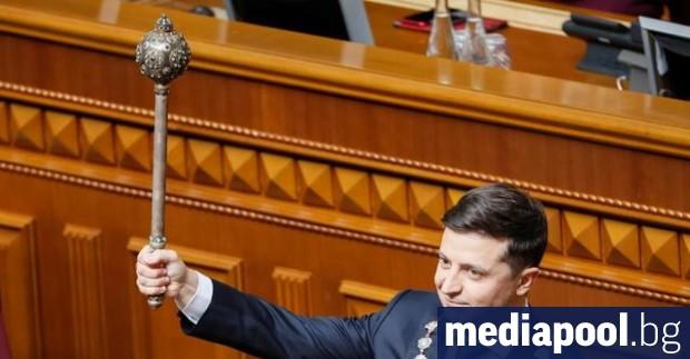 Избраният президент на Украйна Володимир Зеленски встъпи в длъжност на