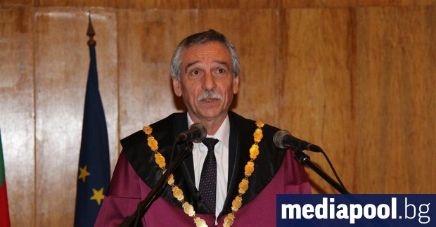 Досегашният ректор на Великотърновския университет проф. Христо Бонджолов беше преизбран