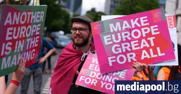 Десетки хиляди хора излязоха вчера по улиците на редица европейски
