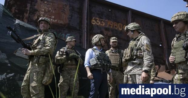 Новият украински президент Володимир Зеленски посети военни позиции в района