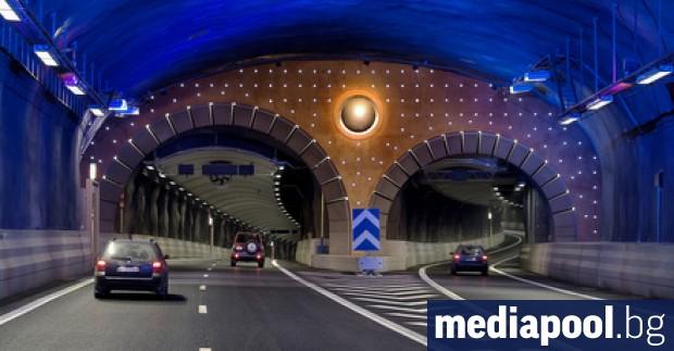 Шофьорите трябва да са с повишено внимание в тунела
