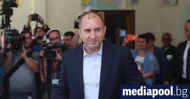 Президентът Румен Радев коментира, че забраната медиите да съобщават резултати
