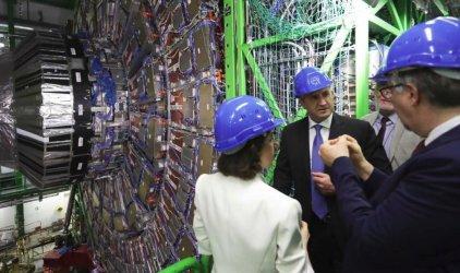 Радев поиска в България да бъде изграден мини адронен колайдер