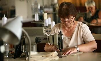 Дупнишка фирма си внася шивачки от Молдова