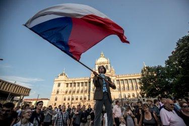 Чехия се вдигна срещу Бабиш в най-големия протест след падането на комунизма