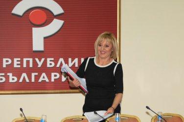 Мая Манолова пак предлага закон за личния фалит