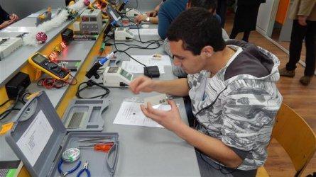 Дуалното обучение в гимназиите ще продължи с европари