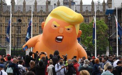 Масови протести срещу Тръмп в Лондон