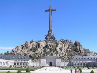 Испански съд отлага плановете на правителството за ексхумация на Франко
