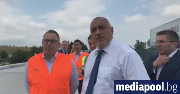 Министър-председателят Бойко Борисов, придружаван от вицепремиера Томислав Дончев, финансовия министър