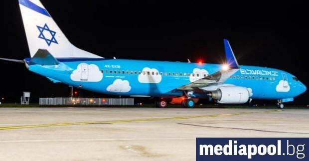 Израелски самолет кацна аварийно на летище