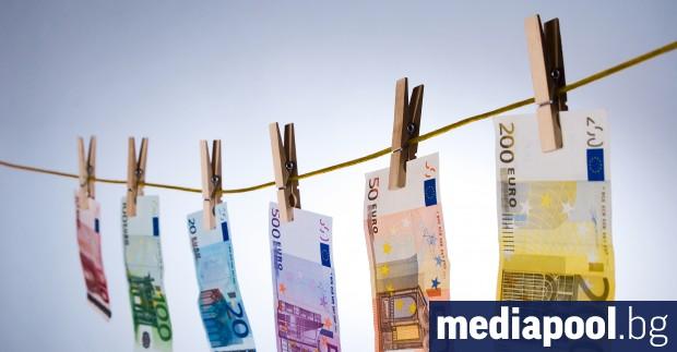 Правителството затяга правилата за пране на пари във връзка с