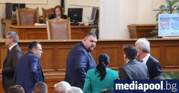 С взаимни обвинения в популизъм депутатите приеха на първо четене