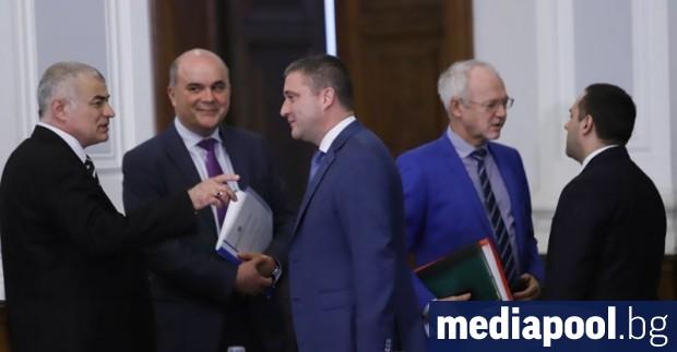 Бизнесът, част от синдикатите и правителството отхвърлиха в сряда законопроекта