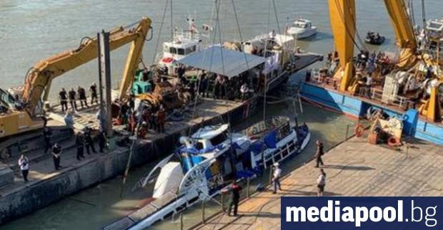 В Будапеща започна операцията за изваждане от дъното на река