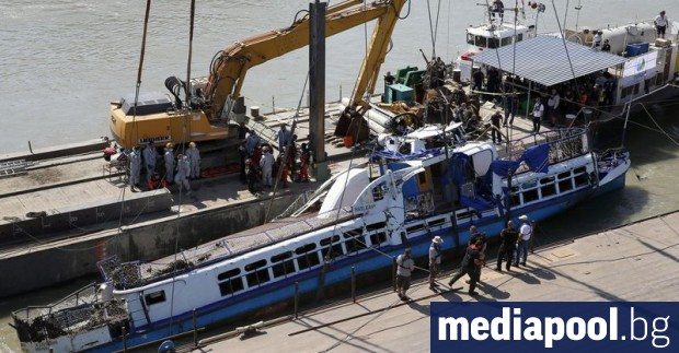 Капитанът на кораба, който потопи преди две седмици туристическото корабче