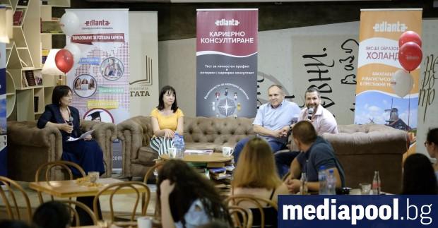 Едни от най-интересните професии за българските младежи са бизнес мениджмънт,