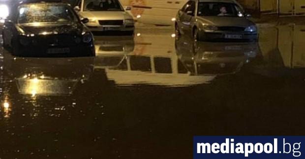 Мощна буря удари Хасково в събота вечер. Десетки сгради и