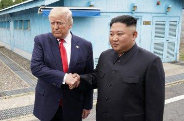 Тръмп стана първият действащ президент на САЩ, стъпил в Северна Корея