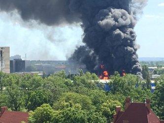 Голям пожар в покрит пазар за азиатски стоки в Берлин