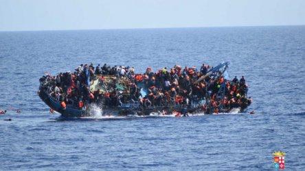 Испански спасителен кораб се движи към остров Лампедуза