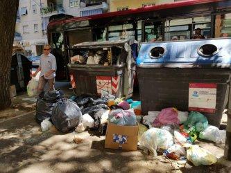 Осеяните с боклуци улици на Рим пораждат опасения от санитарна криза