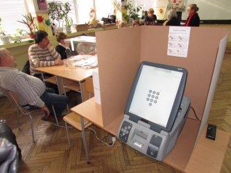 Управляващите с нов опит да отменят машинното гласуване