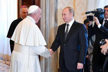 Путин закъсня с 50 минути за срещата си с папа Франциск